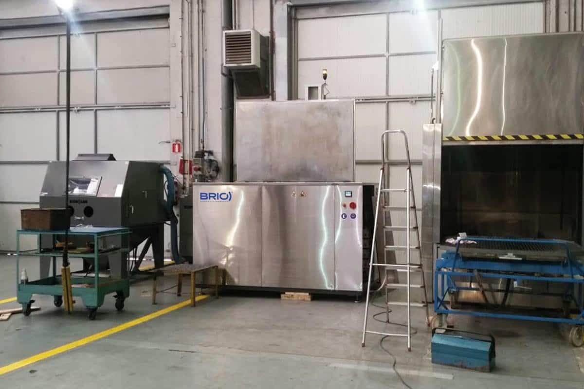 Sample of ultrasonic cleaning machine installed in a naval maintenance workshop. 1500 l machine capacity.