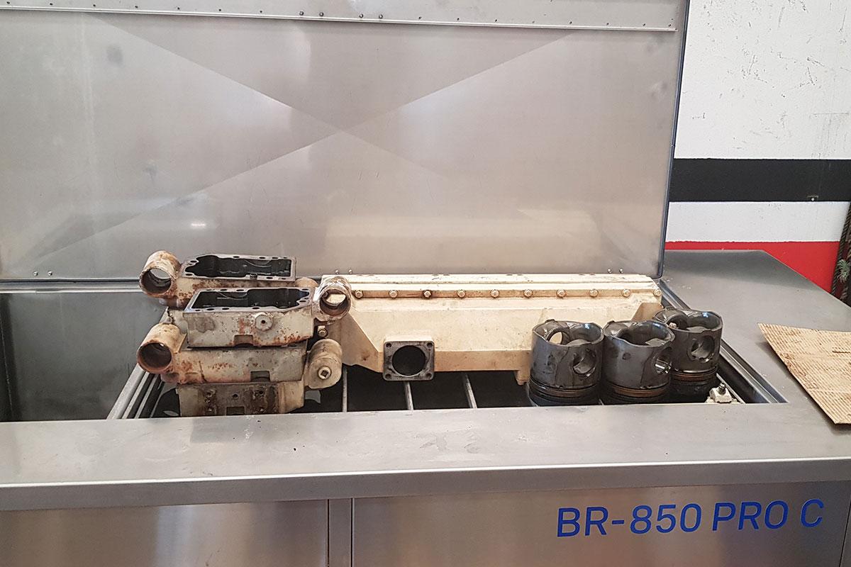 BRIO-motor-naval-ship-engine-dismounted-parts-ultrasonic-cleaning-limpieza-ultrasonidos-overhaul-remanufacturing-reconstruccion-mantenimiento