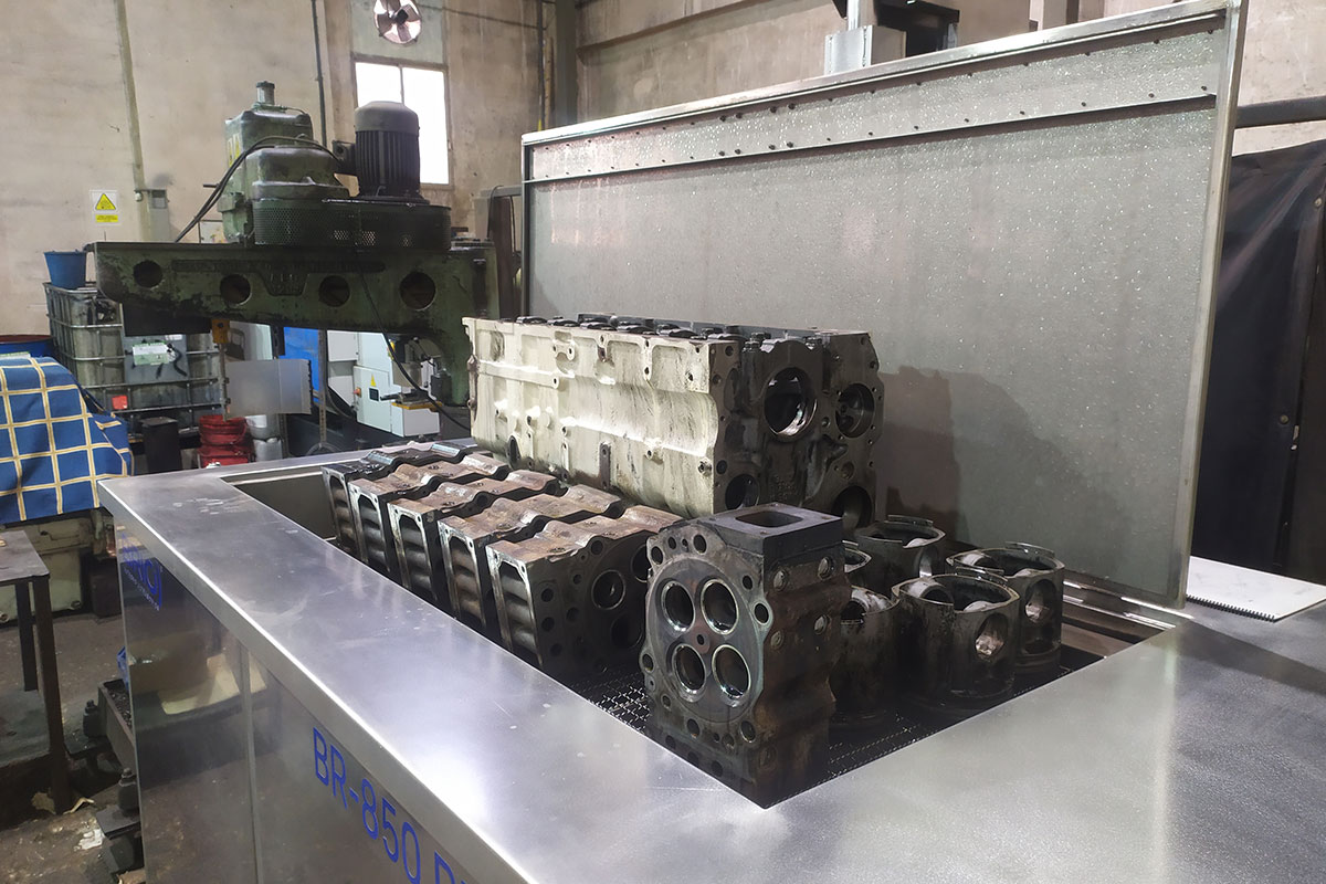 BRIO-motor-naval-ship-engine-parts-ultrasonic-cleaning-machine-maquina-limpieza-ultrasonidos-overhaul-remanufacturing-reconstruccion-block-head-1