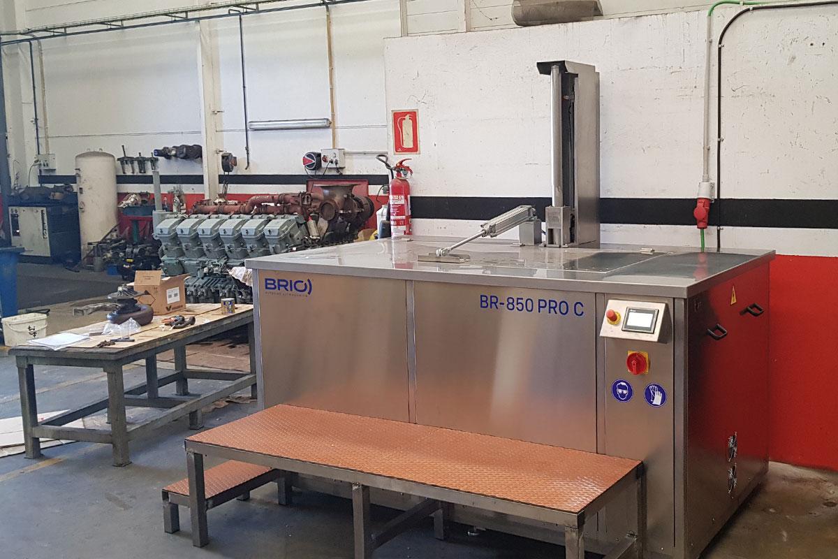 motor-naval-ship-engine-parts-ultrasonic-cleaning-machine-maquina-limpieza-ultrasonidos-overhaul-remanufacturing-reconstruccion-taller-workshop